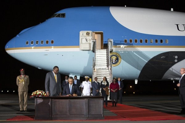 Obama-in-Kenya-0000-BellaNaija-600x400