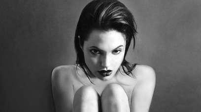 Hollywood-actress-Angelina-Jolie-in-leaked-nude-photos-at-20