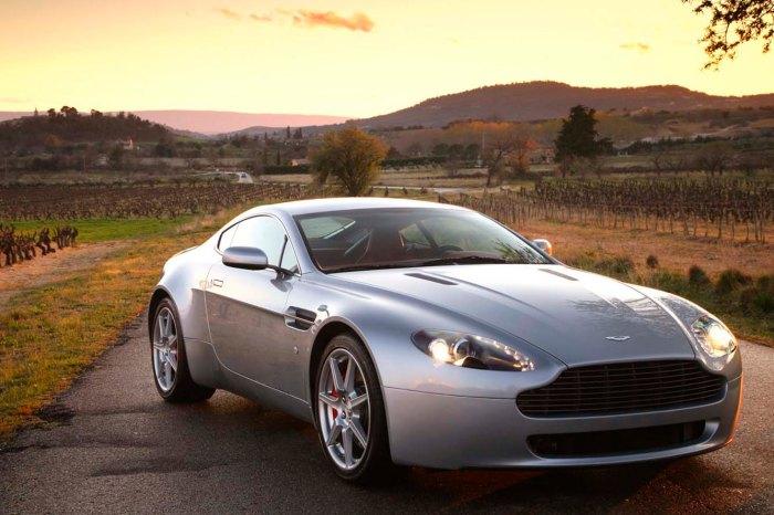 Aston_Martin_V8_Vantage_001