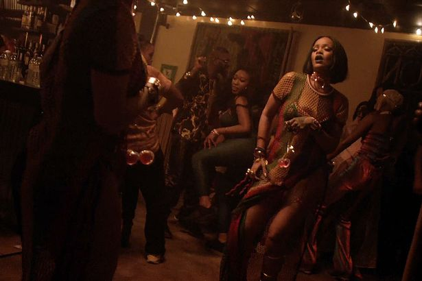 Rihanna-twerks-her-ass-on-Drake-in--video