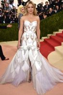 Kate-Hudson-attends-the-Manus-x-Machina-Fashion-In-An-Age-Of-Technology-Costume-Institute-Gala