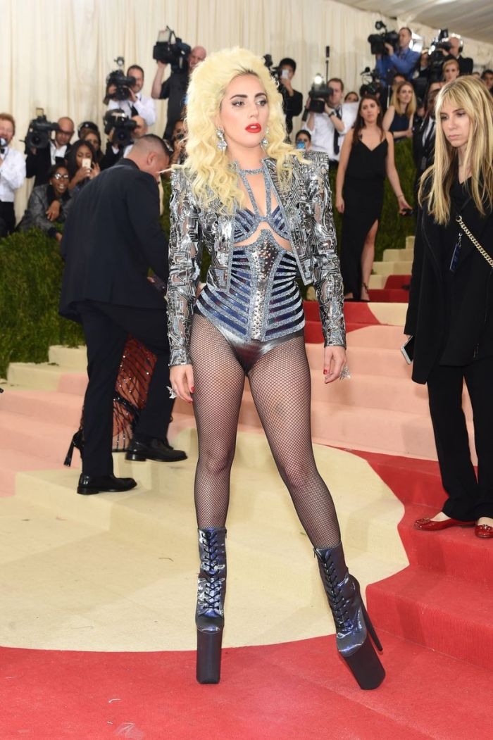 Lady-Gaga-attends-the-Manus-x-Machina-Fashion-In-An-Age-Of-Technology-Costume-Institute-Gala