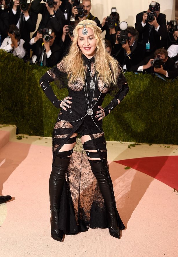 Madonna-arrives-for-the-Costume-Institute-Benefit-at-The-Metropolitan-Museum-of-Art