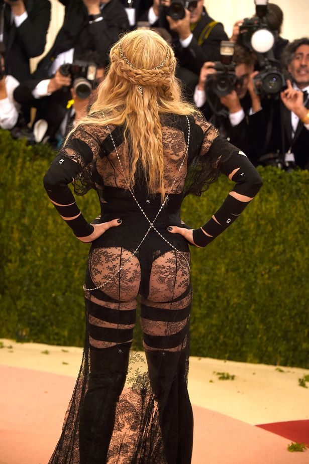 Madonna-arrives-for-the-Costume-Institute-Benefit-at-The-Metropolitan-Museum-of