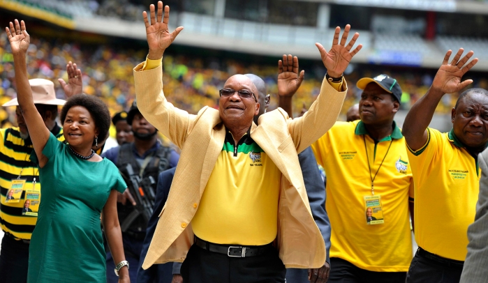 South Africa's President and leader of the ruling ANC party Jacob Zuma (C) greets his supporters as he arrives for the launch of his party's election manifesto at Mbombela stadium in Nelspruit January 11, 2014. REUTERS/Ihsaan Haffejee (SOUTH AFRICA - Tags: POLITICS ELECTIONS) - RTX179EA