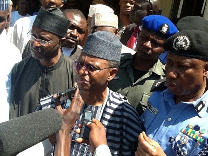 pic-8-gov-el-rufai-visits-scene-of-bomb-blast-in-zaria-resized-800