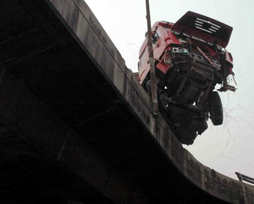 An articulated vehicle hanging on the Orile-Iganmu bridge following an accident in Lagos on Wednesday (28/12/16).