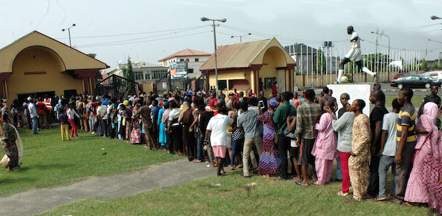 People queue for Lake Rice at the distribution centre in Teslim Balogun Stadium, Surulere in Lagos on Friday (23/12/16). Lake Rice distribution is powered by Lagos and Kebbi states government in collaboration with San Carlos Group incorporated. 9326/23/12/2016/Oladapo Kayode/BJO/NAN