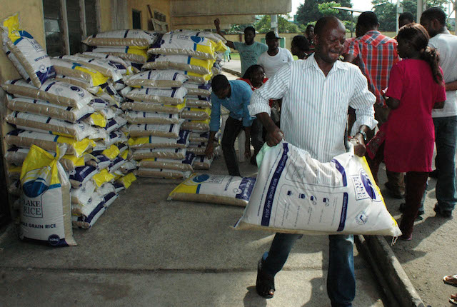 People carrying bags of Lake Rice at the distribution centre in Teslim Balogun Stadium, Surulere in Lagos on Friday (23/12/16). Lake Rice distribution is powered by Lagos and Kebbi states government in collaboration with San Carlos Group incorporated. 9327/23/12/2016/Oladapo Kayode/BJO/NAN