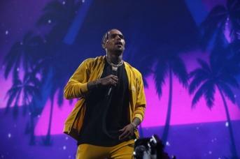 THE BROOKLYN BOROUGH OF NEW YORK CITY, NY - OCTOBER 17: Chris Brown performs Tidal X: Brooklyn at Barclays Center on October 17, 2017 in the Brooklyn borough of New York City, New York. (Photo by Shareif Ziyadat/FilmMagic)